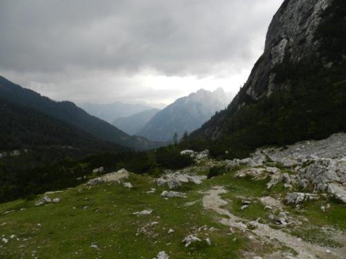 A 1.611 meros de altitude e muitas montanhas no passo Vrsic