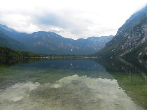 Lago Bohinj num dia nublado
