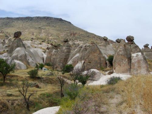 É intrigante saber como as rochas se equlibram no topo