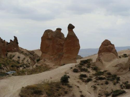 Um camelo gigante no meio da Capadócia