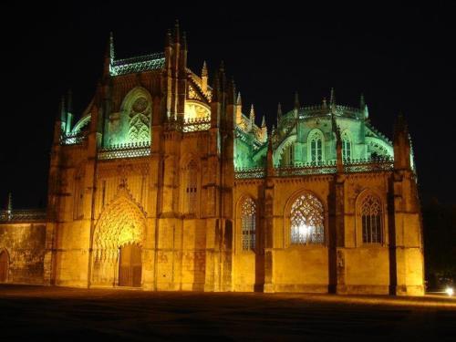 Magnífica vista noturna do mosteiro