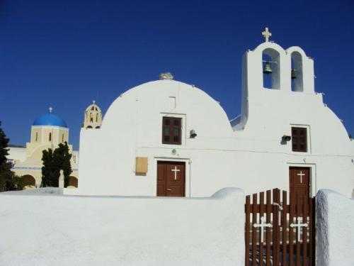 mais igrejas agora com portas e janelas marrons