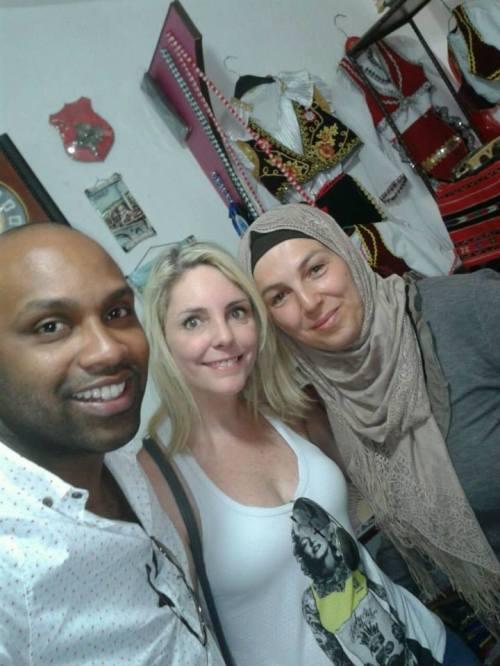 Com Nea, kosovar proprietária da loja de souvenir