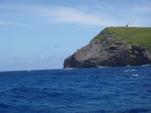 O farol nos observando do alto da ilha