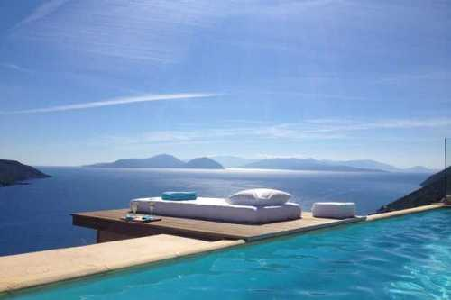 A praia é paradisíaca mas a maior parte do tempo é mesmo na piscina