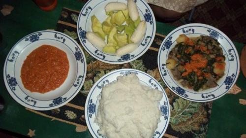 A tradicional ugali na parte inferior da foto