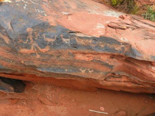 Além de tudo ainda tem vários petroglifos