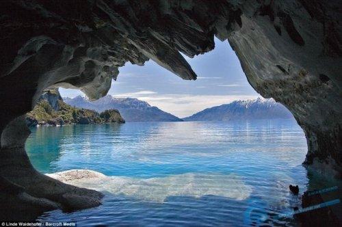O lago visto de dentro da caverna