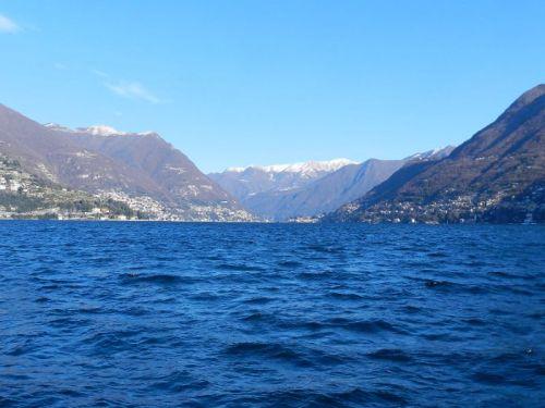 A beleza do Lago Como durante o inverno