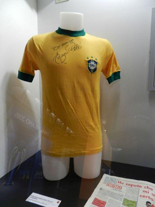 Camisa de Pelé na seleção brasileira de 1971 (antigo escudo da CBD)