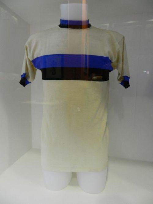 Camisa do brasileiro Jair da Rosa Pinto na mesma final de 1964-65
