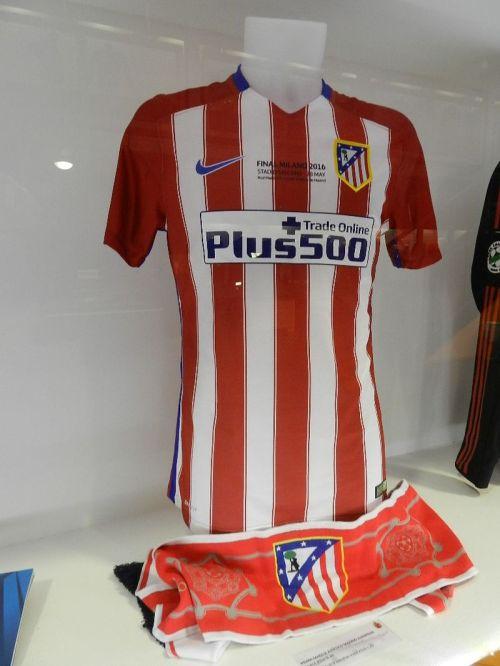 Camisa de Juanfran do Atlético de Madrid. Na final ele perdeu o pênalti que acabou dando o título da Liga dos Campeões ao rival Real Madrid
