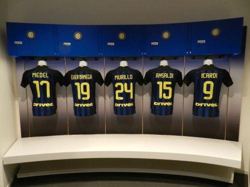 No vestiário da Inter todo elenco tem sua camisa exposta