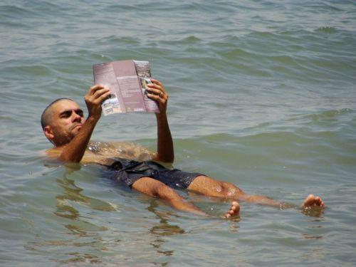 Foto que todo mundo tira no Mar Morto